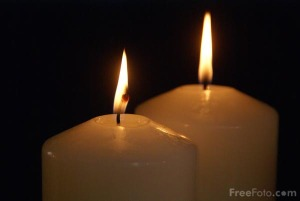 90_20_8-two-advent-candles_web1